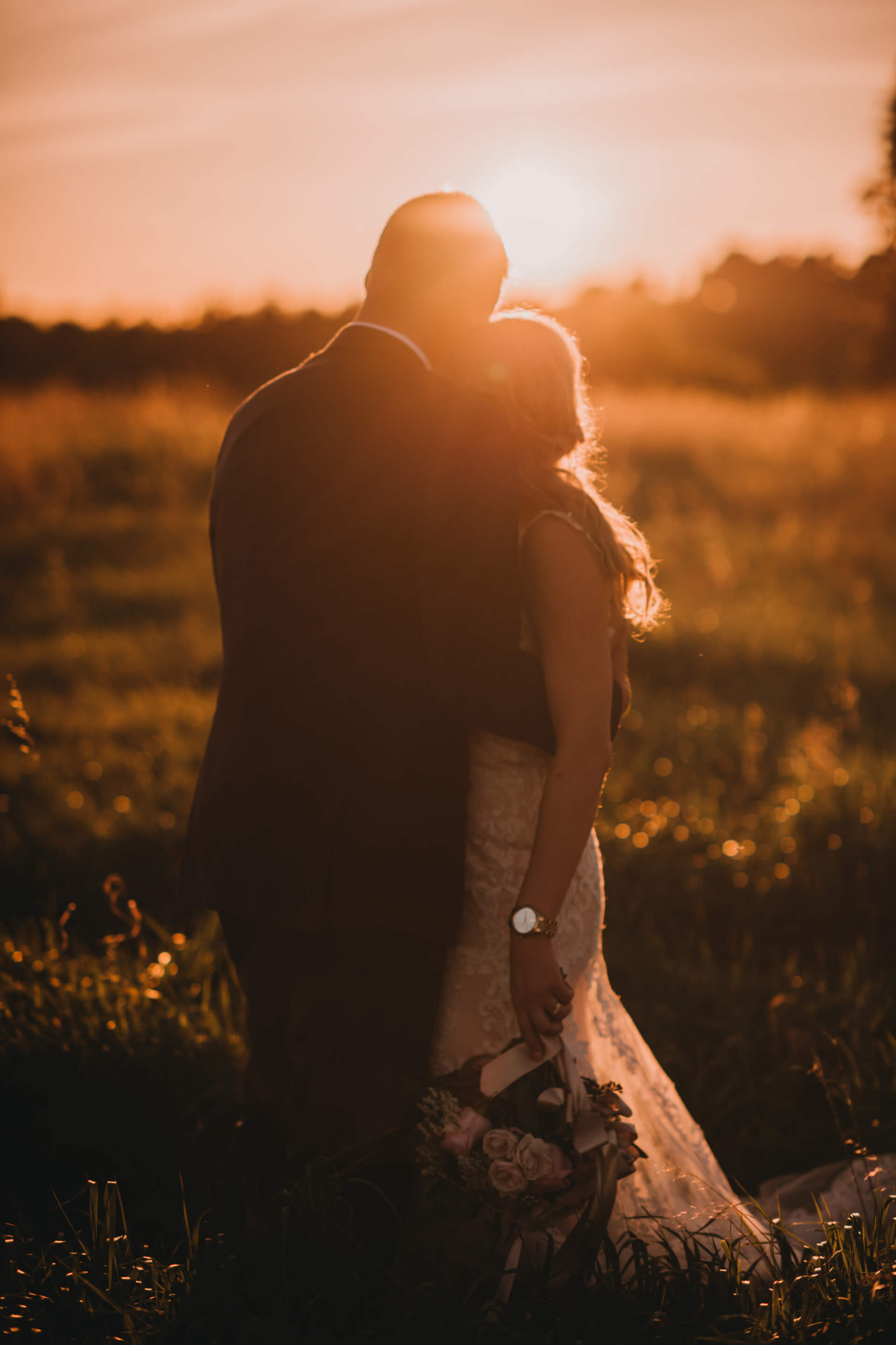 Wedding Photography Tips for Brides | Bow Valley Ranche Restaurant Wedding | Sunset | Golden Hour Photos | Wedding Photos