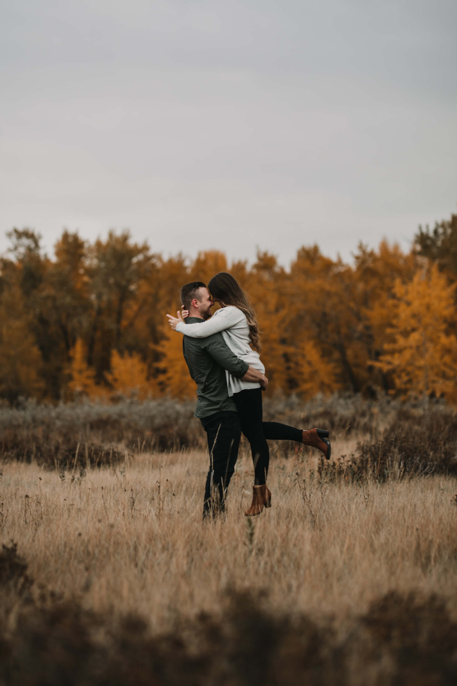 Calgary Engagement Photos | Fall Couple Engagement Photography | YYC Engagement Photographer